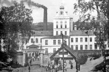 На фабрике Красный Октябрь трудилось около 1000 рабочих