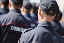 Ткани для полицейской формы должны быть воздухопроницаемыми, износостойкими и безопасными.